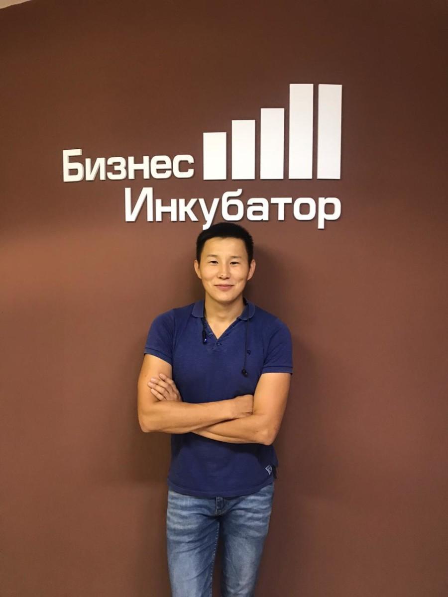 Александр Прокопьев: «Бэйэҕэр үлэлиир табыгастаах, эппиэтинэһэ үрдүк»