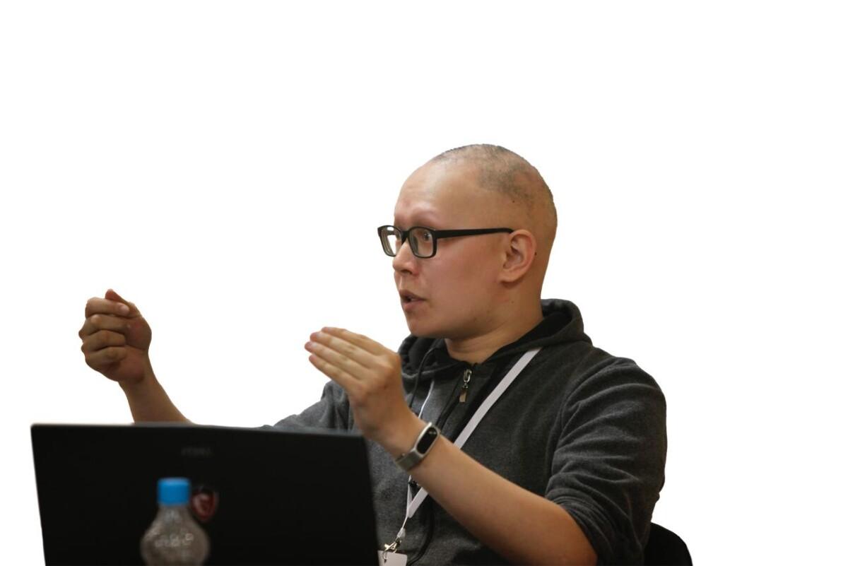 Иннокентий Иванов: «Саха тылын тылбаасчыта Google, Яндекс платформалартан ордук буолуоҕа»