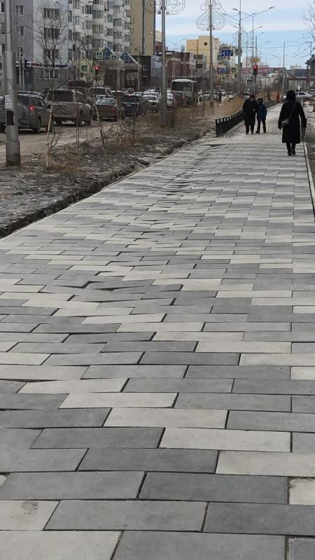 Бэдэрээтчит тротуары чөлүгэр түһэриэҕэ