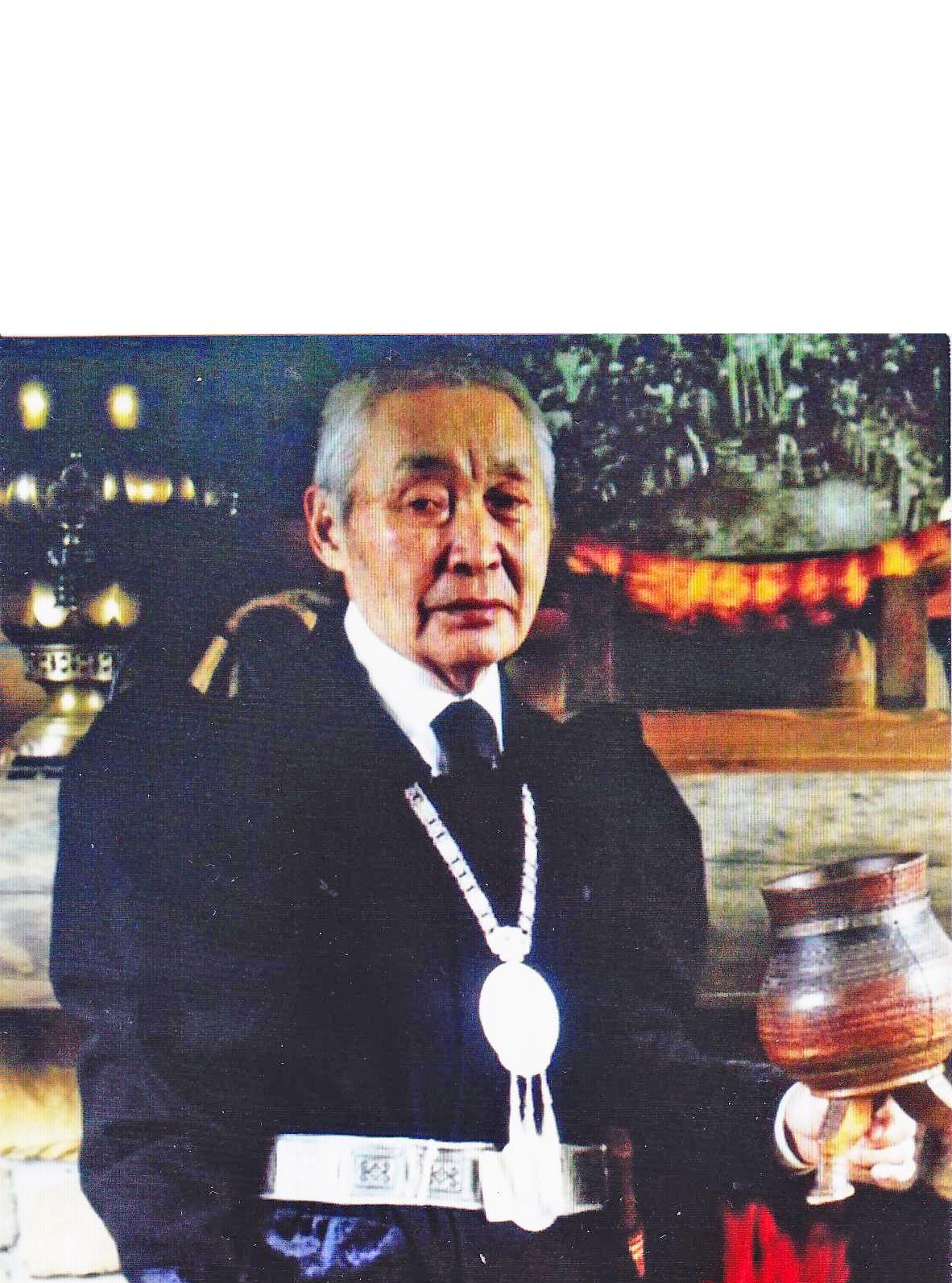Алгысчыт Афанасий Федоров: «Сылаас илгийиэ. Туохтан? Сырдык сыдьаайыа. Хантан?»