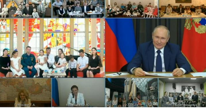 Владимир Путин регионнарга дьиэ кэргэни өйүүр бырагыраамалары кэҥэтэллэригэр эттэ