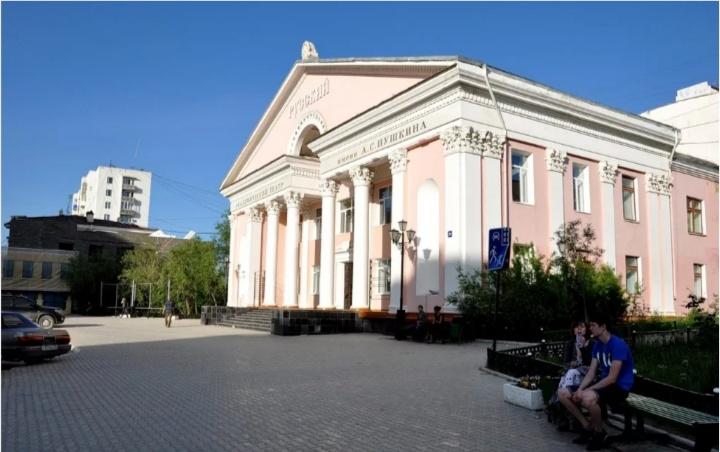 Нуучча драматическай театра 130-с сезонун түмүктүөҕэ
